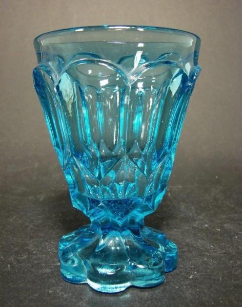 Pressglas - Fußbecher hellblau, modelgeblasen. 19.Jh.