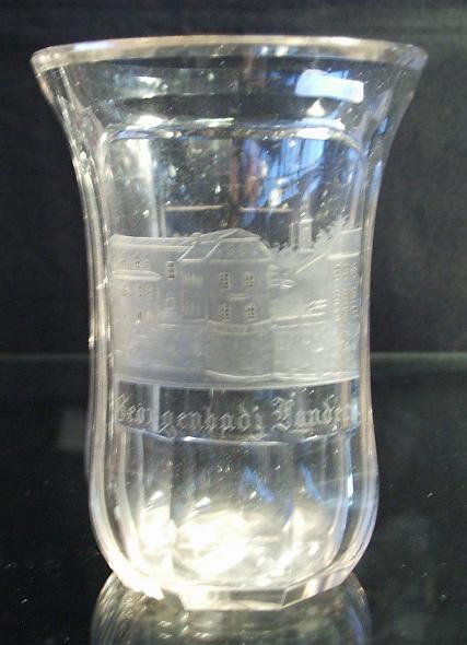 Biedermeier - Badebecherglas mit Ansicht von LANDECK. Böhmen, um 1850.
