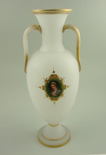 Alabasterglasvase. Gräflich Schaffgotsch'sche Josephinenhütte, um 1870.