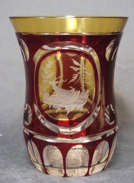 Becherglas mit Überfang und Jagdmotiv, um 1920.