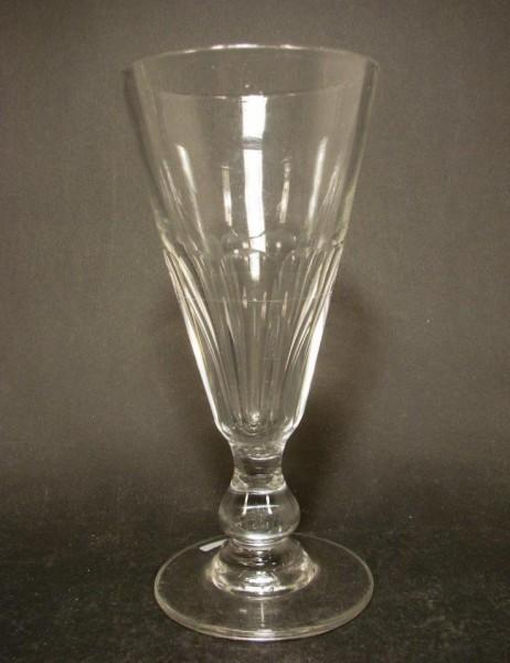Absinthglas mit Eichlinie. Frankreich, um 1900.