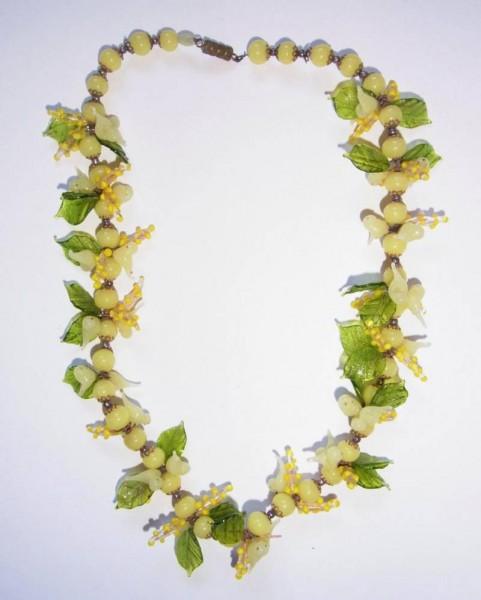 12506 / Murano - Halskette aus Glas mit Vögeln, Früchten und Blättern.